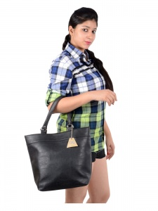 Women Stylish Black Handbag (UC-W-HB15-019_C)